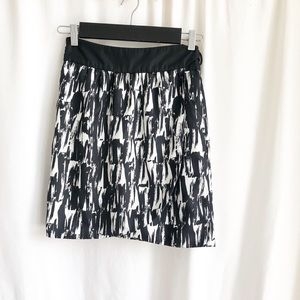 Banana Republic Factory black and white skirt